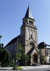 1951 wieder aufgebaut: die Euskirchener Kirche. 2005 wurde das Gemeindezentrum umgebaut und erweitert. (Foto: Meike Böschemeyer)