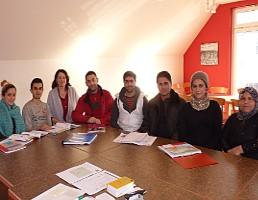 Ein Teil des Sprachkurses in Niederbachem mit der Leiterin Regina Emmerich (Mitte). Foto: privat
